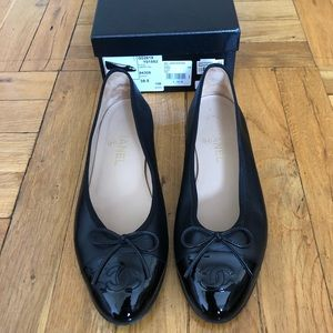 Perfect condition classic CHANEL black flats!